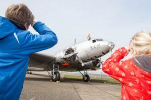 vliegtuig douglas dc-2 kinderen aviodrome lelystad airport