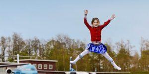 Aviodrome-meisje-springen