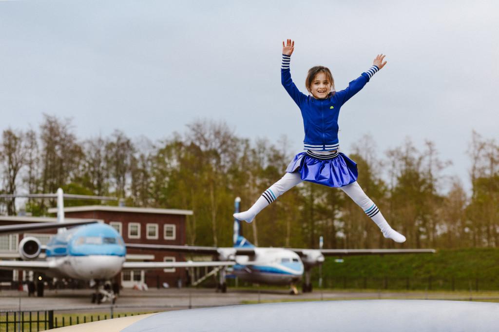 aviodrome-springkussen-meisje