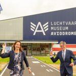 Burgemeester Mieke Baltus en Libéma-directeur Dirk Lips
